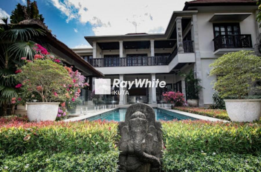 Luxury Villa Near Four Season Resort Jimbaran